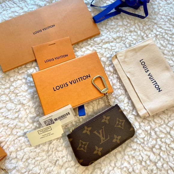 🦄 Brand new Louis Vuitton key pouch monogram